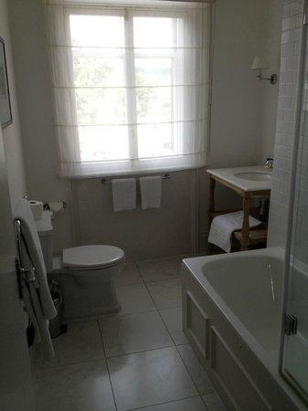 The Crescent Inn: Our Bathroom