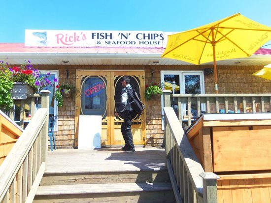 Rick's Fish & Chips: Little place, big fish goodness