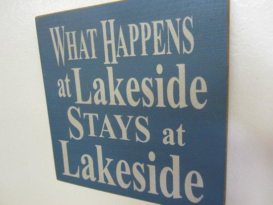 Lakeside Inn: Sign near the register.