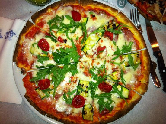 """Trattoria Pizzeria Del Buongustaio: Pizza rossa """"Del Buongustaio"""""""