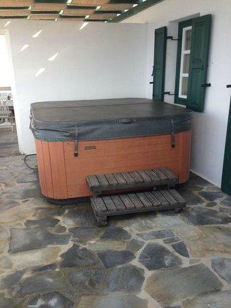Royal Myconian Resort & Thalasso Spa Center: Notre Jacuzzi Perso