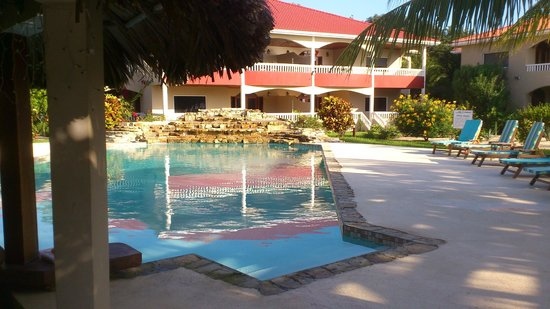 Los Porticos Villas: swim-up pool bar