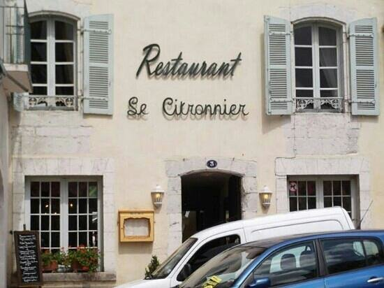Le Citronnier : outside restaurant