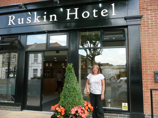 Ruskin Hotel: Outside the hotel