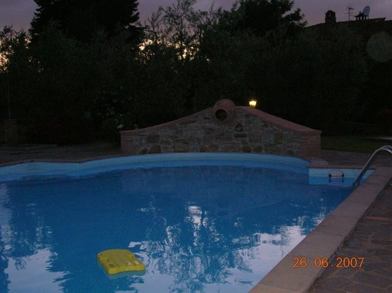 Agriturismo Canale: piscina la sera