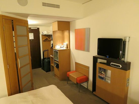 Novotel Muenchen Airport: Nicely Furnished Room