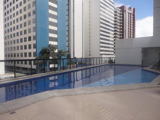São Salvador Hotéis e Convenções: piscina do hotel pequena