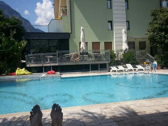 Hotel Gabry : Am Pool kann man entspannen.