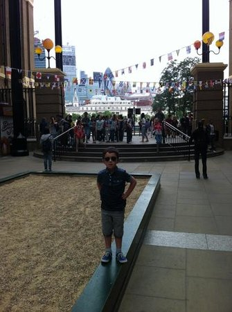 Hay's Galleria: the view of the Thames & the city of London from hays galleria