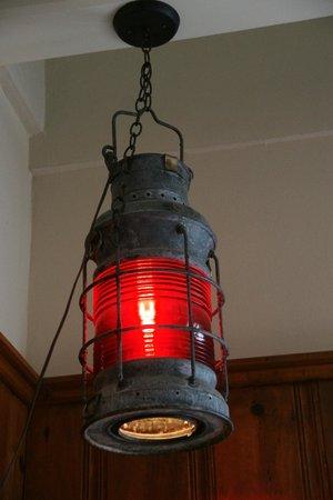 Nick's Cove Cottages : Light Fixture