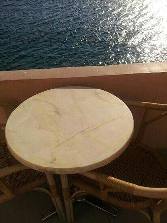 El Greco Hotel : tavolino con vista mare