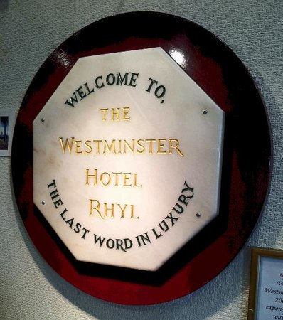 Westminster Hotel: Don't believe the sign.........