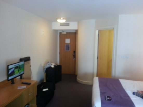 Premier Inn Dublin Airport Hotel: big room