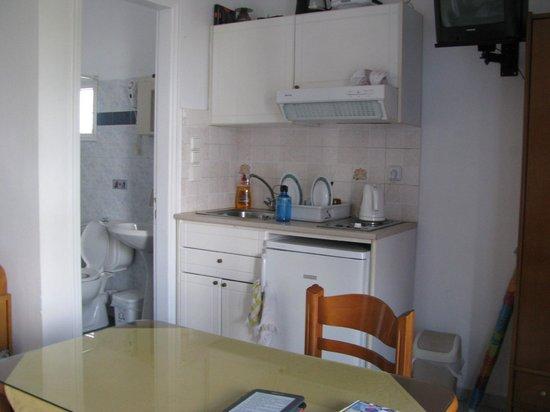 Antonia Studios : Kitchen and Bathroom
