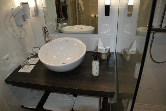 MERCURE Saint Malo Balmoral : Bathroom