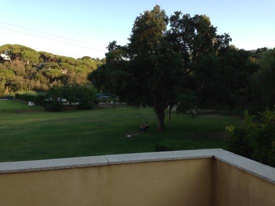 Le Acacie Hotel & Residence: vista dal terrazzino appartamento 101