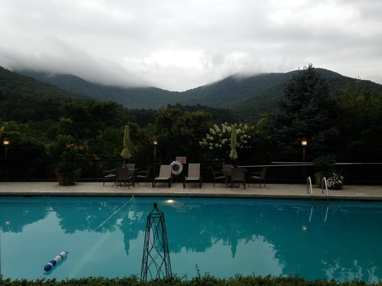 Holiday Inn Asheville - Biltmore East: View of pool from our room.