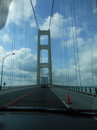 Quality Inn Saint Ignace: Bridge between lower and upper Michigan