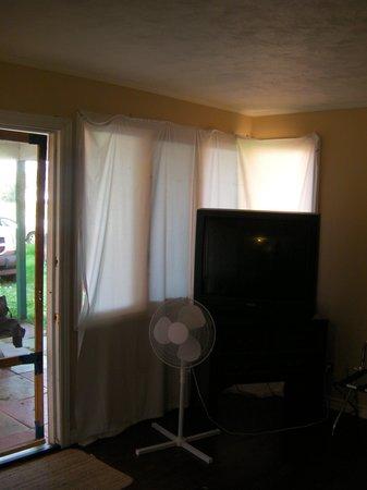 Lakeside Inn: livingroom