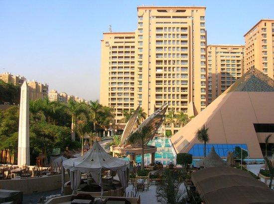 InterContinental Cairo Citystars: Vue sur la salle de sport et piscine