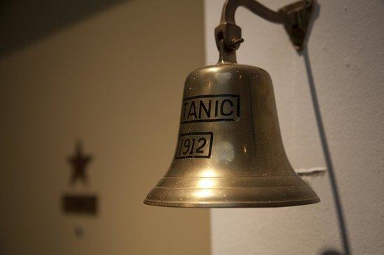 Hotel Mabi : ships bell