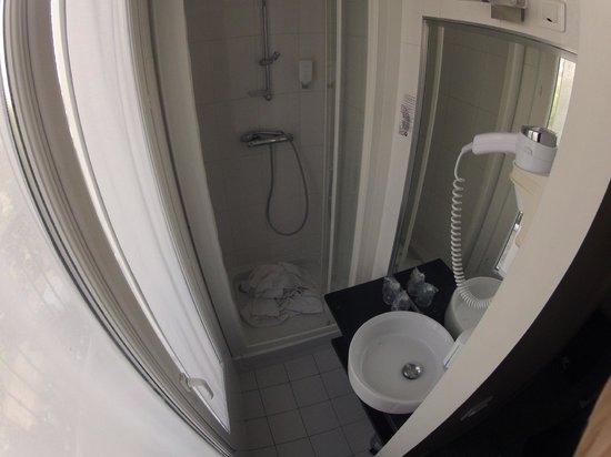 Hotel Le Canal: Bathroom