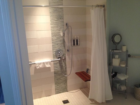 Casa Madrona Hotel and Spa : Handicap Accessible Shower