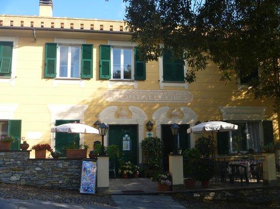 Hotel Ristorante Montallegro: Hotel entrance