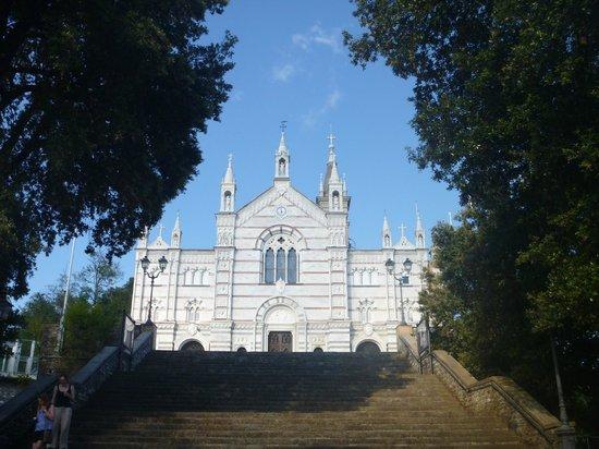 Hotel Ristorante Montallegro: Church