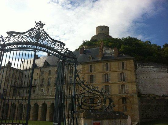 Château de La Roche-Guyon : Entrée du Château