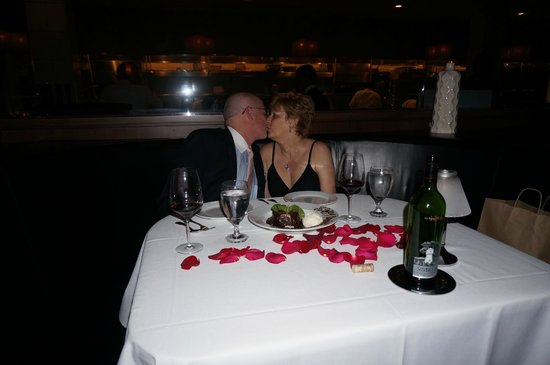 Eddie V's Prime Seafood: Our 5th anniversary - sooo romantic