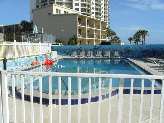 Shoreline All Suites Inn & Cabana Colony Cottages: Nice pool area renovated