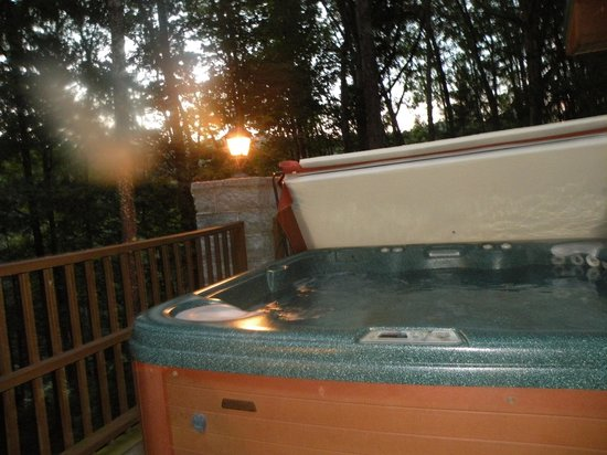 Cabins at Pine Haven : hot tub on deck