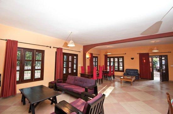 Villa Ny Telomiova : la salle de sejour