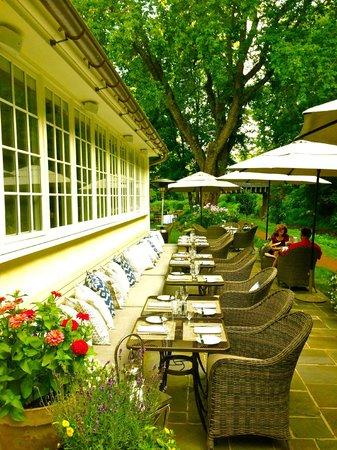 Golden Pheasant Inn: Outdoor Dining Area