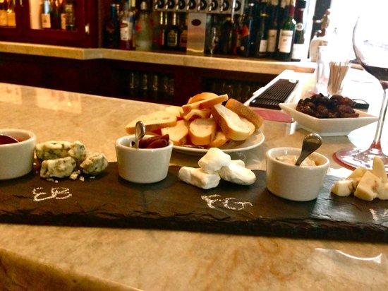 Golden Pheasant Inn: Cheese Plate