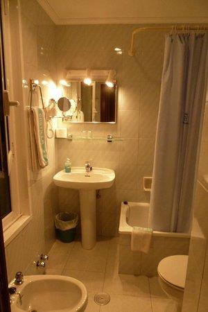 Hotel Castilla: Baño