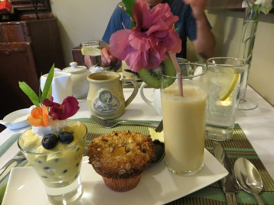 Bee & Thistle Guest House: Breakfast - a work of art!