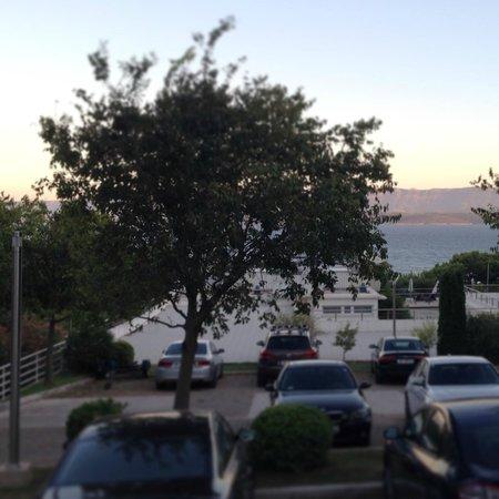 Zlatni Rat Beach Hotel : jedyny widok na morze - chyba na parking ;((