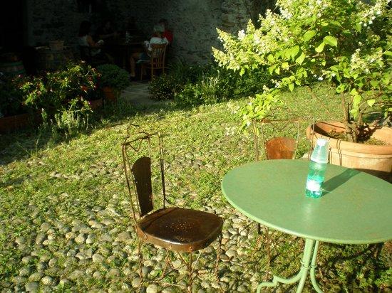 B&B L'Isola: giardino fronte camera