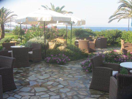 Hotel Limira Mare : Garden area.