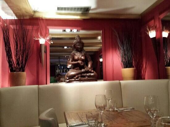 Stacey's Pennywell Brasserie : budha sister decor.