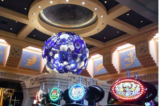 Atlantis Casino : Dale Chihuly Meets the Slots