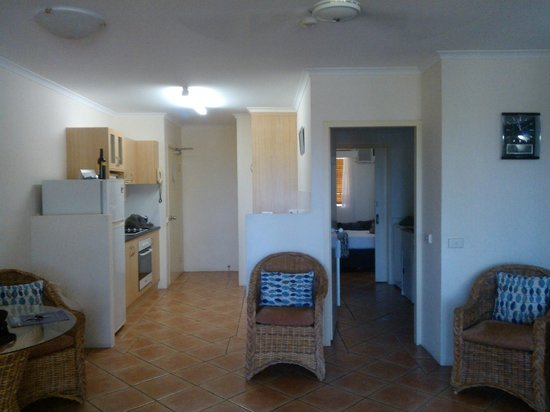 Marlin Waters Beachfront Apartments: Interior showing kitchen, two way bathroom and bedroom