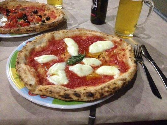 Pizzeria Antica Napoli da Pasquale : Pizza Margherita e Pizza Siciliana