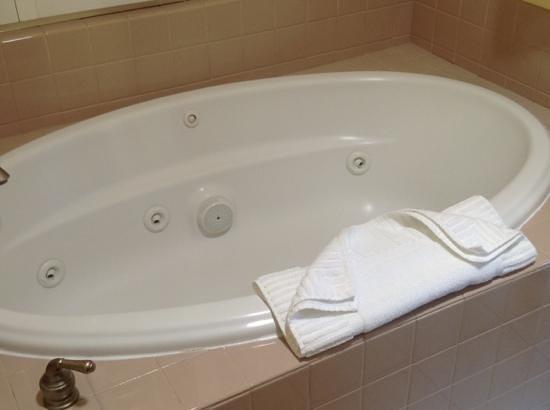 Best Western Dry Creek Inn: Jacuzzi tub