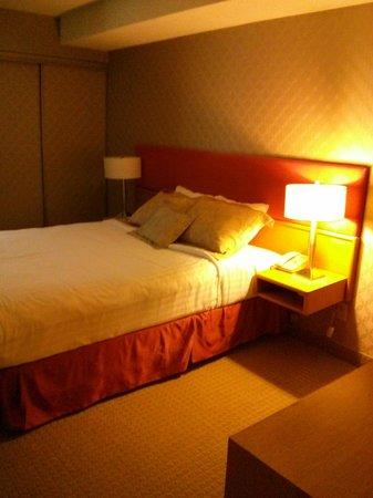 Cartier Place Suite Hotel : Separate bedroom