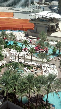 Monte Carlo Resort & Casino: view out the window of the amazing pool area