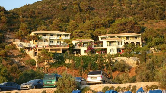 Hotel Sirios Kathisma: Hotel from the beach