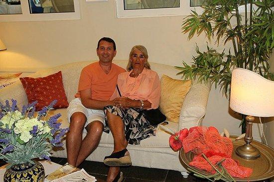 Hotel Admiral: Due affezionati clienti dell'Admiral: la signora Bianca e Eduardo Beretta nella hall dell'alberg